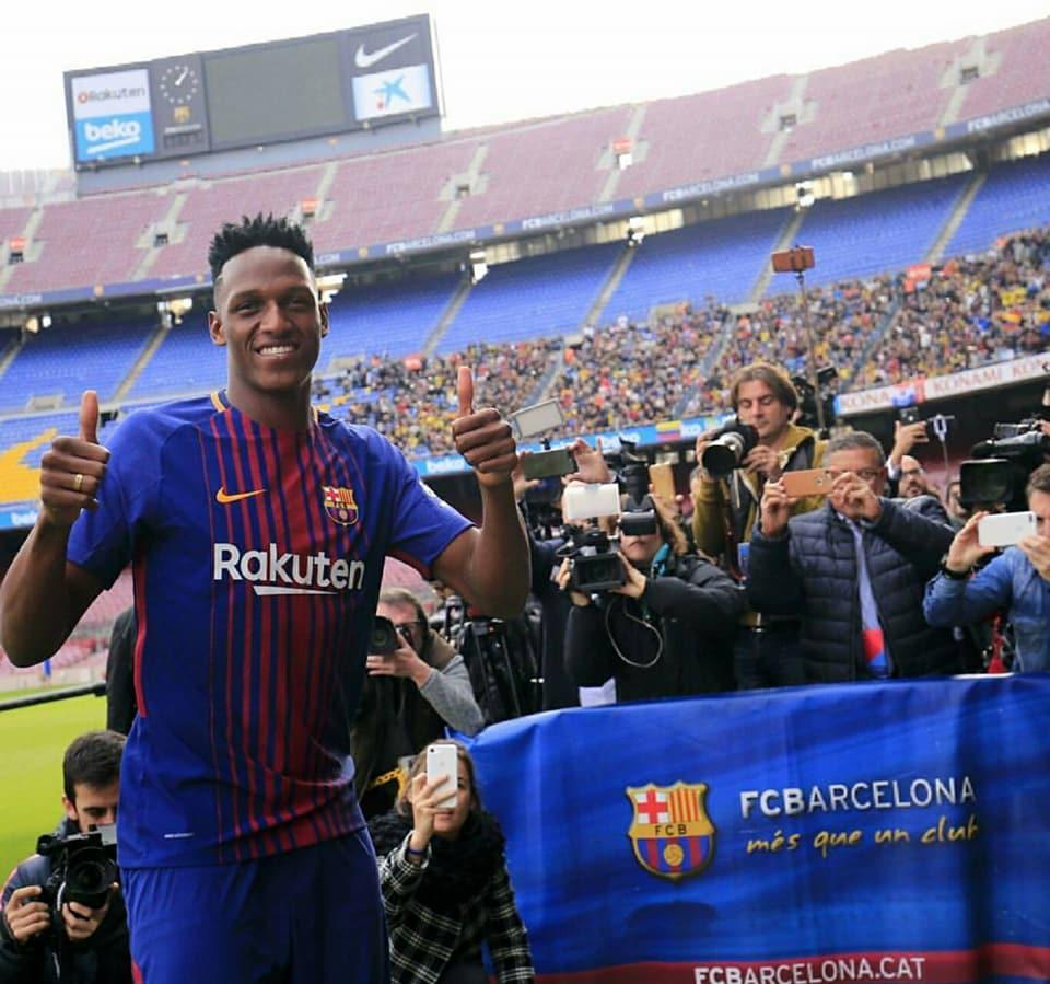Yerri Mina fue presentado oficialmente como nuevo jugador del Barcelona