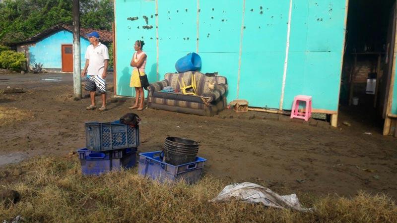 Varias familias damnificadas en Yotoco por desbordamiento de la quebrada Mediacanoa