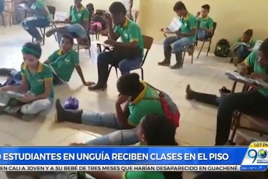 Estudiantes en Chocó denuncian que reciben clases en el suelo por falta de pupitres