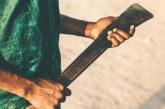 En el barrio Popular, hombre amenazó con machete en mano a su madre y hermanas