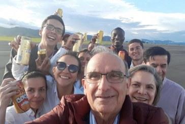 Por polémica en redes, Humberto de la Calle invitó a los caleños a una cerveza