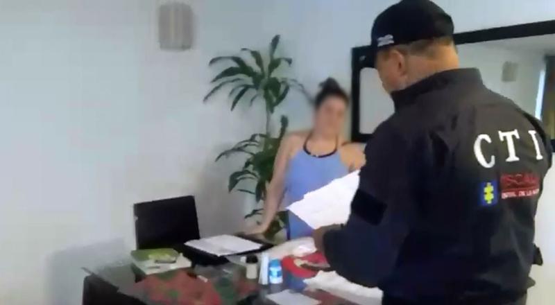 Casa por cárcel para supuesta estafadora de paquetes turísticos a familias en Cali
