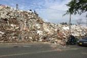 Residuos de la escombrera de la 50 rodaron hasta la vía pública