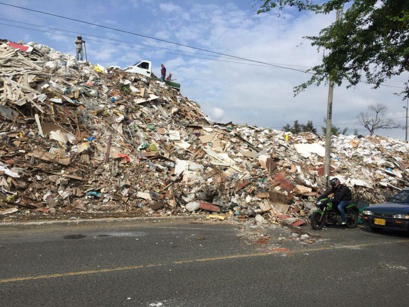 Retiran más de 33 mil metros cúbicos de residuos de la Escombrera de la 50