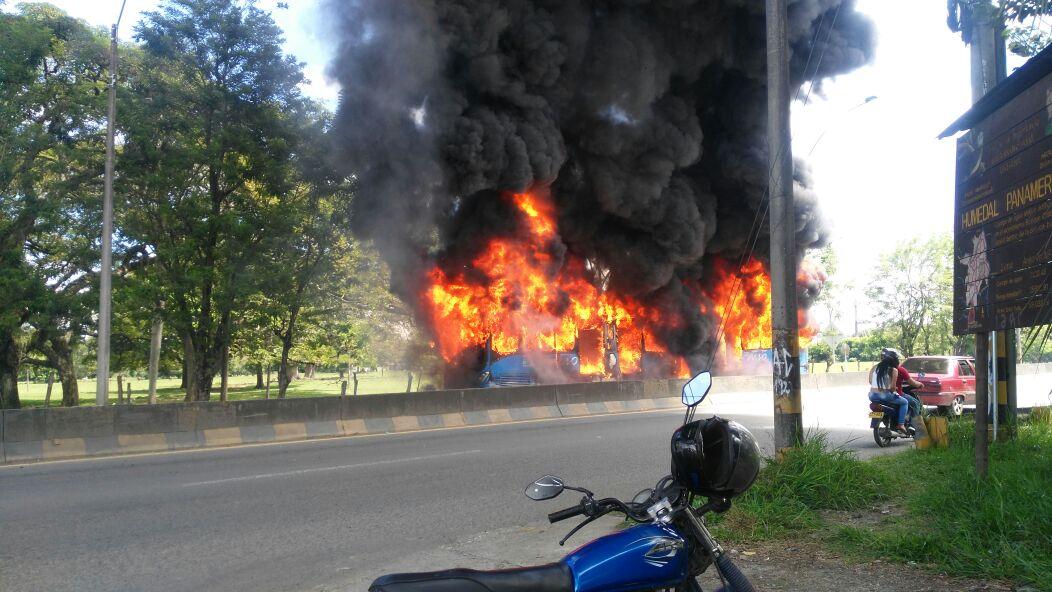 Incendio del bus del Mío en la vía Cali- Jamundí no dejó personas lesionadas