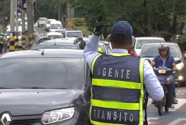Capturado hombre que arrojó su vehículo a dos guardas de tránsito en Cali