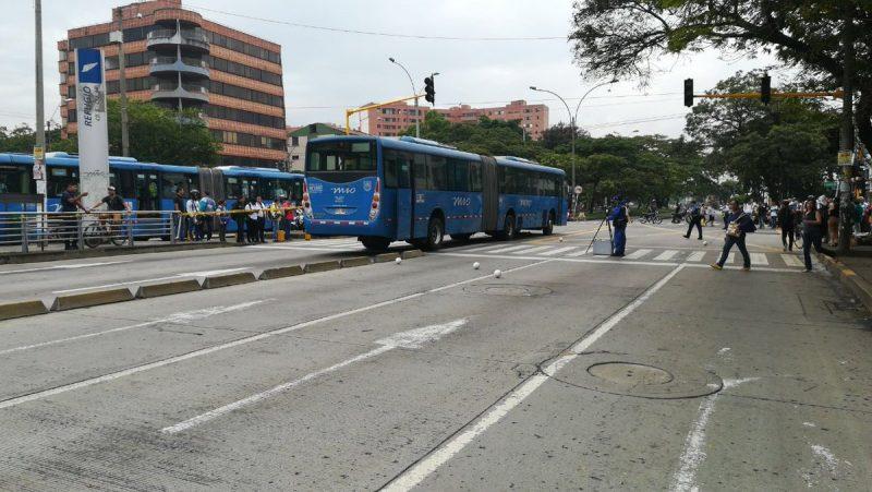 Mujer perdió la vida tras ser arrollada por un bus articulado del Mío en la Calle 5a.