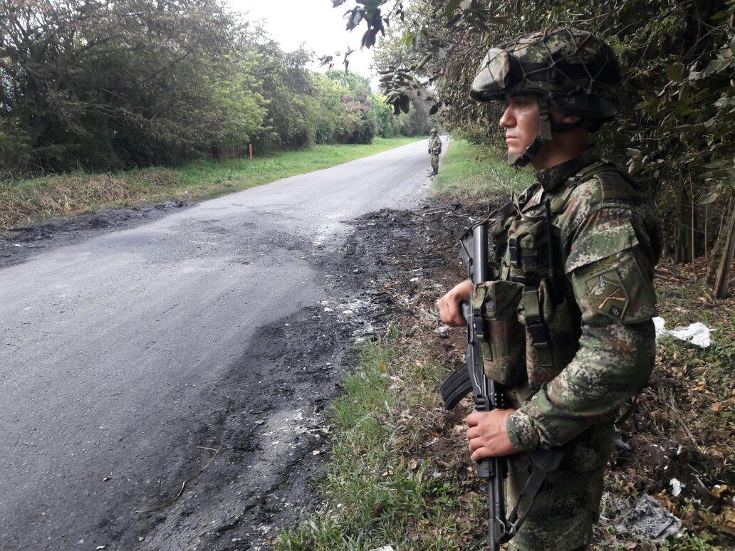 Disidentes de las Farc habrían incinerado tres vehículos en Cauca