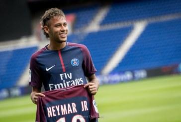 En helicóptero trasladan a Neymar para iniciar su recuperación en Brasil