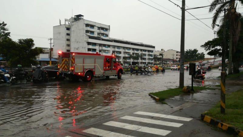 Árboles caídos y fallas en servicios públicos dejaron fuertes lluvias en Cali