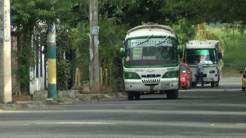 Caleños con 90 busetas más por levantamiento de pico y placa para transporte urbano