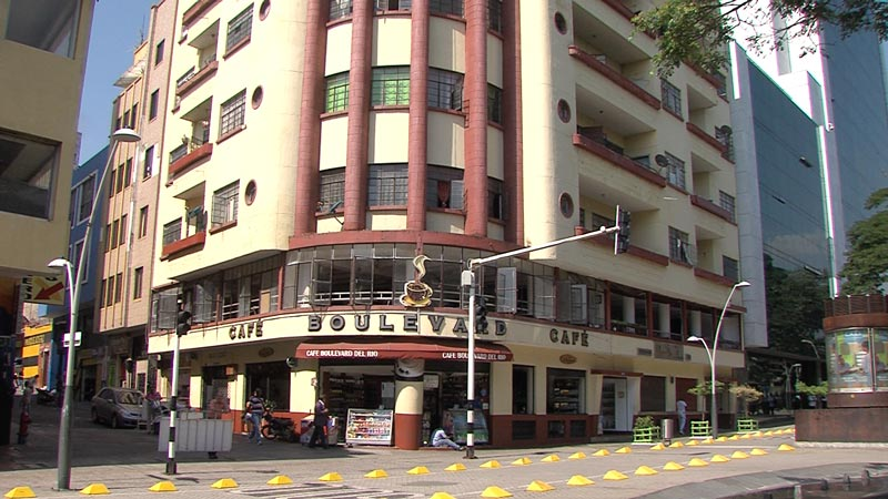 Por vender licor en espacio público, dos negocios del Bulevar son cerrados por Policía