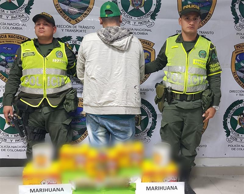 """Descubren 15 kilos de marihuana en """"narcocervezas"""" y """"narcoduraznos"""""""