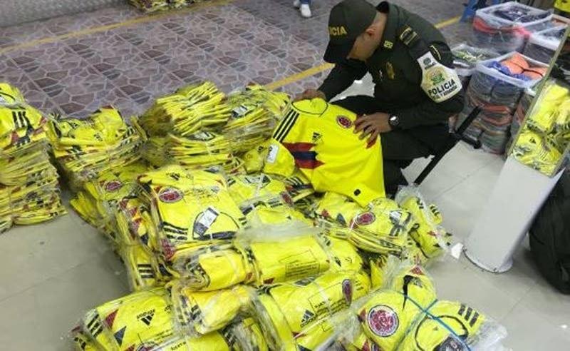 Golpe al contrabando de camisas de la Selección Colombia en el centro de Cali