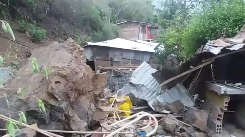 Familia sin vivienda después de derrumbe en zona montañosa de Loboguerrero, Valle