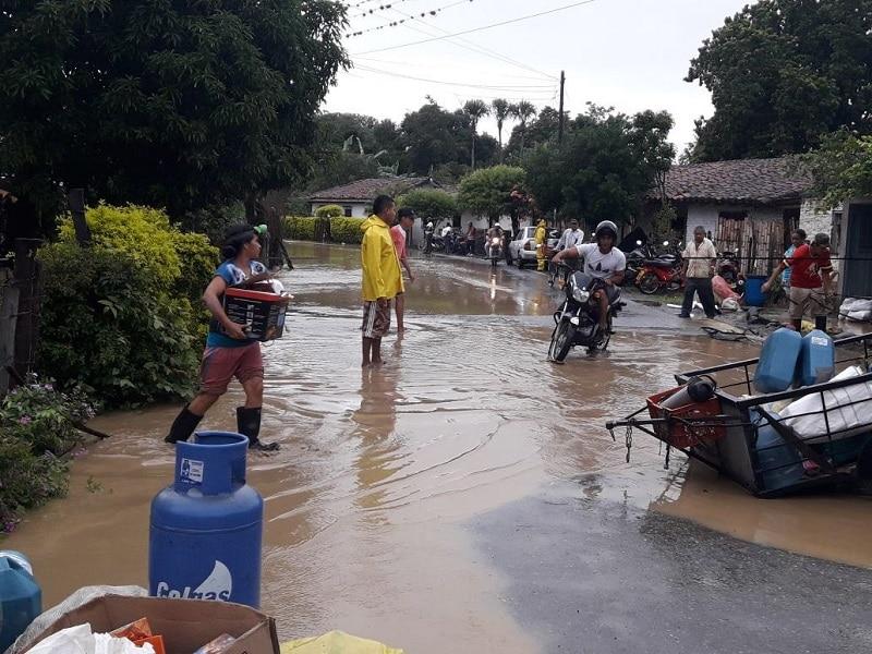Alcaldía de Cali entregó asistencia humanitaria a damnificados por fuertes lluvias