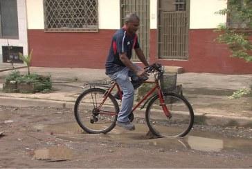 Hombre accidentado en hueco, denuncia que ambulancia lo dejó botado por el Soat