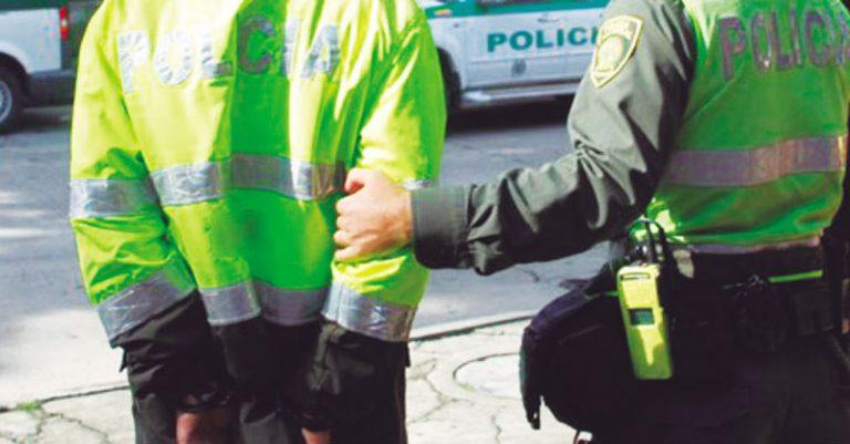 Detienen patrulleros de la Policía por intentar un secuestro extorsivo en Cali
