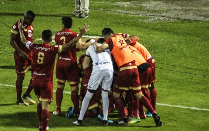 Con polémica arbitral Rionegro Águilas derrotó al América en la Liga Águila
