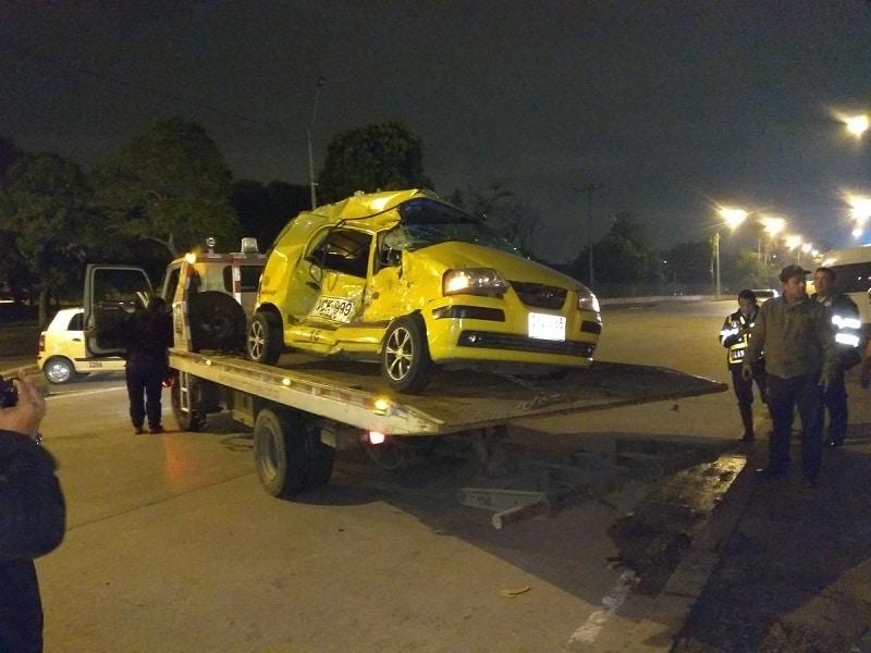 Un hombre muerto y cinco personas heridas dejó accidente entre taxi y bus en Cali