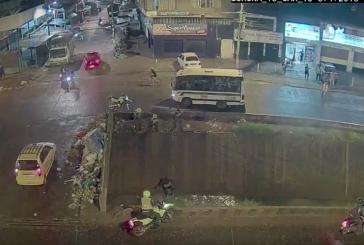 Capturan joven que intentó huir por canal de aguas residuales en Santa Elena