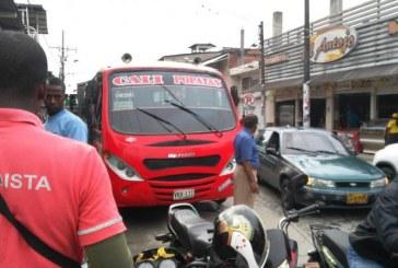 Conductores de transporte público de Puerto Tejada en paro por 'piratería' en el municipio