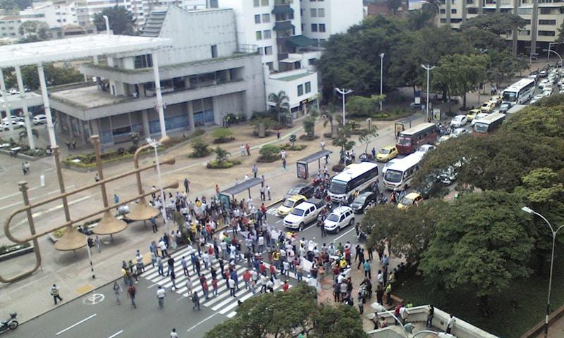 Disturbios entre comerciantes y Esmad por Ley Seca, bloquearon el Túnel Mundialista