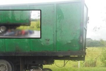 Familia que viajaba en moto perdió la vida tras chocar con camión en vías del Valle