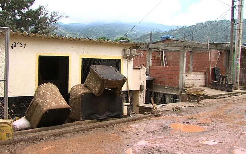 Deslizamiento afectó a cinco viviendas de Montebello tras lluvias de las últimas horas