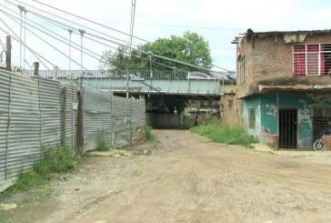 Comunidad denuncia que por obras del Puente de Juanchito sus casas están averiadas