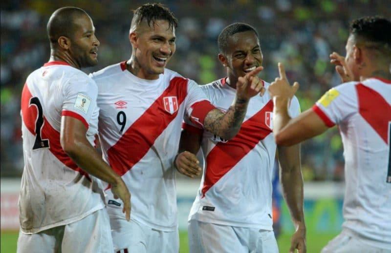 36 años de espera devuelven la alegría a Perú en una Copa del Mundo