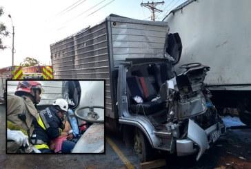 Aparatoso accidente de dos camiones en km 11 vía al mar dejó tres personas heridas
