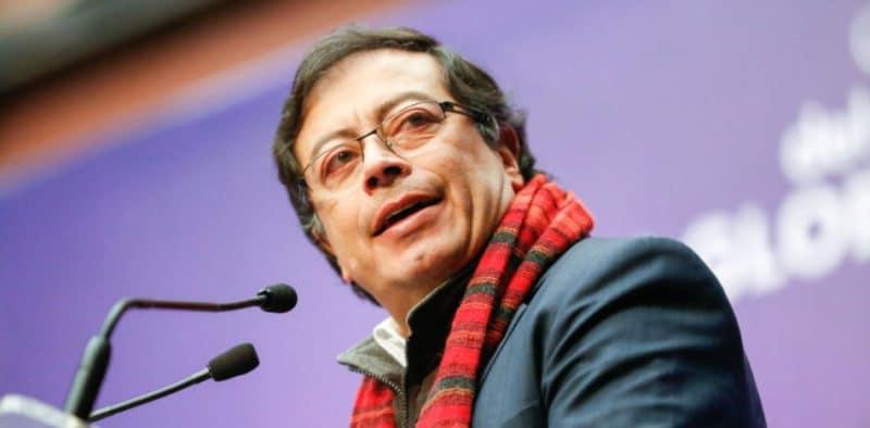 Joven entuteló a senador Gustavo Petro por protestas del 21 de noviembre