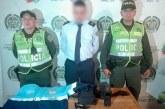 Hombre se hizo pasar por agente de tránsito y fue capturado en Cali