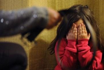 Mujer habría golpeado a su hijastra en medio de un ataque de celos