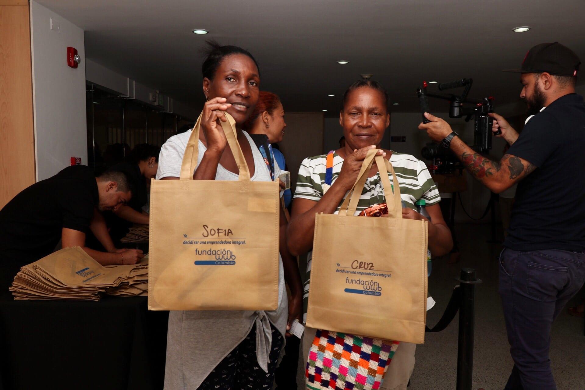400 caleñas emprendedoras iniciaron la capacitación Yarú con la Fundación WWB Colombia