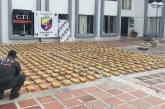 Descubren 420 libras de marihuana en columnas metálicas de lote baldío en Cali
