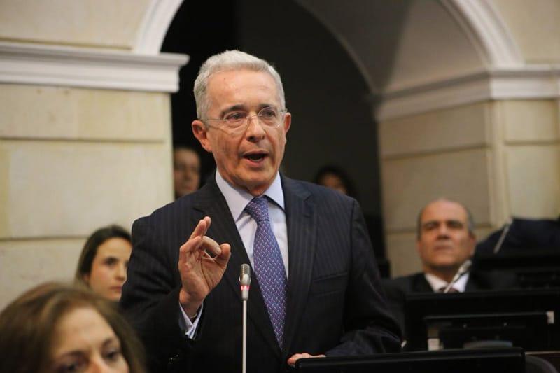 ¡Atención! Expresidente Álvaro Uribe renuncia a su curul en el Senado