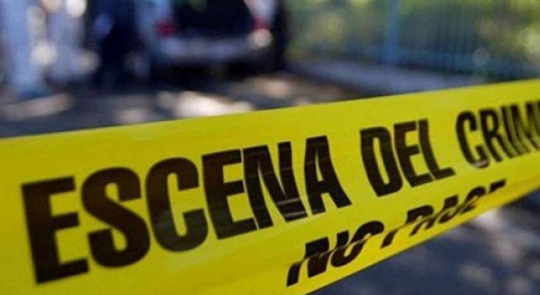 Investigan asesinato de dos hombres que aparecieron en dos vehículos en Cali