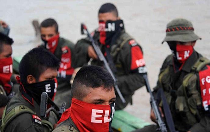 Toque de queda y 270 desplazados dejan combates entre grupos armados en Argerlia, Cauca