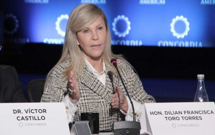 Dilian Francisca Toro se encuentra entre los mejores gobernadores del país