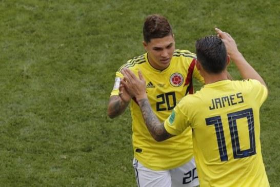 Juan Fernando Quintero recibe apoyo de sus compañeros tras sufrir fuerte lesión