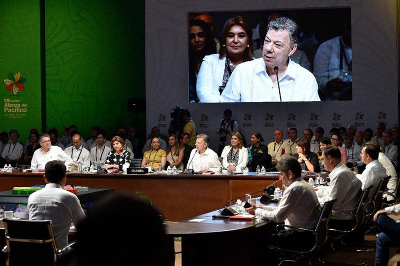 Inauguran XIII Cumbre Alianza del Pacífico en Puerto Vallarta, México, a la que asiste Santos