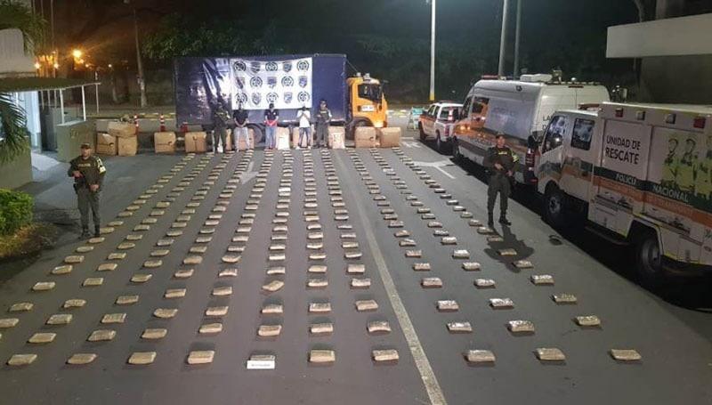 Cayó vehículo que movilizaba 400 kilos de marihuana con ruta Cali-Medellín