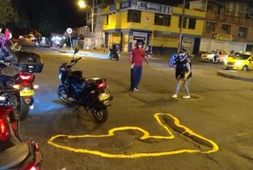 Con 'pintatón' en huecos de Cali, motociclistas exigen mejoramiento de la malla vial