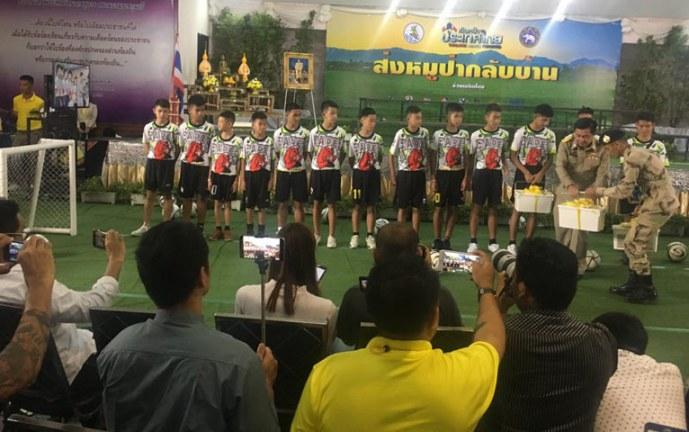 Niños rescatados de Tailandia felices de ver la final del Mundial de Rusia 2018