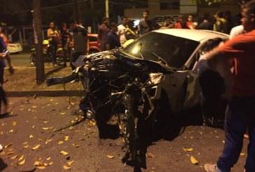 Supuestos piques ilegales dejan un vehículo totalmente destruido en Cali