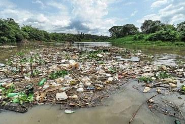 Suspenden el servicio de agua en Cali por acumulación de residuos en río Cauca
