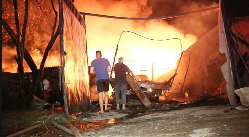 Incendio consumió seis bodegas y doce viviendas en el oriente de Cali