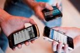Sigue en discusión ley que prohibiría usar celular a estudiantes en colegios
